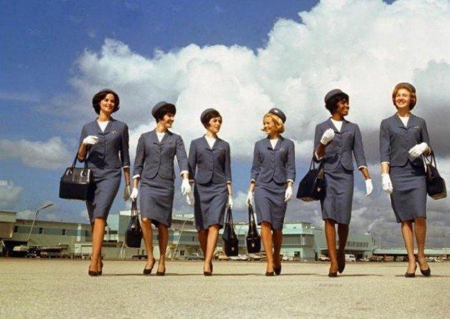 Чем привлекает девушек профессия - стюардессы?