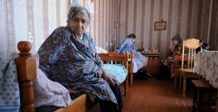 Нужно ли стариков без ума сдавать в дом престарелых
