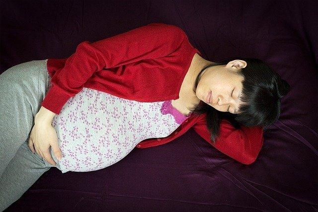 Почему нельзя спать на спине беременным
