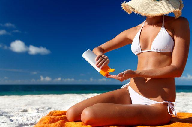 Наносите крем за 20-25 минут до выхода на солнце