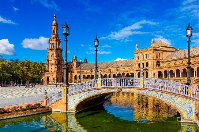 Чем привлекает Испания?