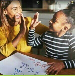 Игра 94% на картинке темнокожие мама с дочкой делают уроки какие ответы