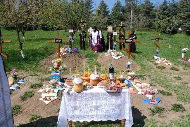 Можно ли на Пасху ходить на кладбище?