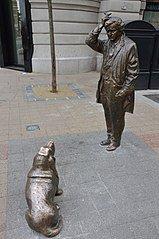 Памятник Кломбо и его собаке в Будапеште.