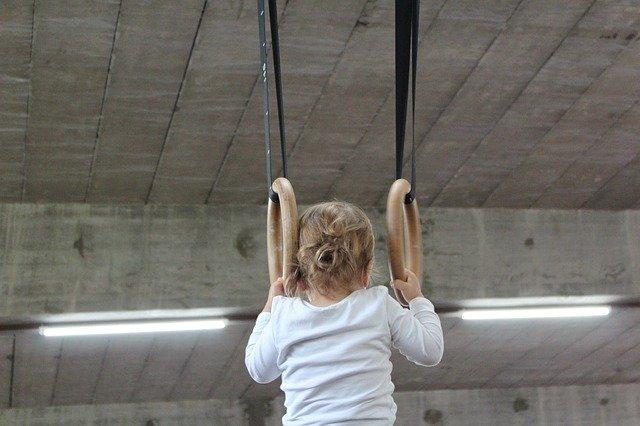 Какие упражнения взрослый может делать с ребенком на досуге для развлечения