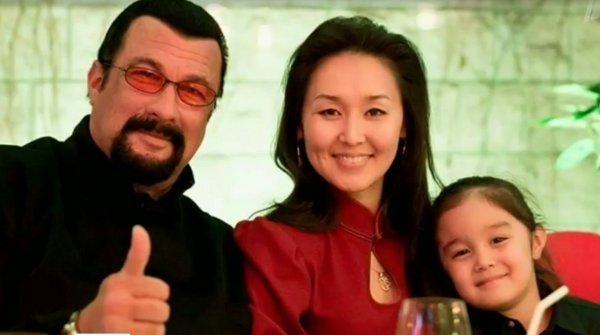 Сигал с женой и ребенком