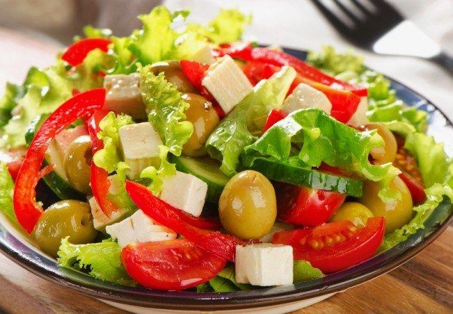 Летом не стоит кушать жирную и тяжелую пищу