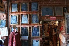 В какой стране находится музей посвящённый джинсам?