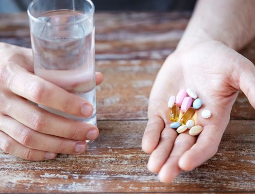 Запивать антибиотики нужно только водой