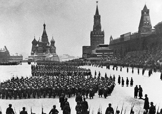 Парад 7 ноября 1941 года.