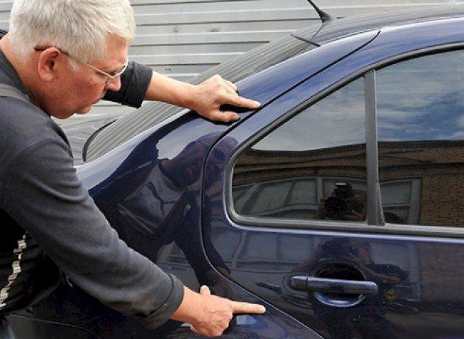 Смотрим машину перед покупкой.