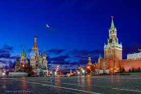 сколько людей проживает в Москве