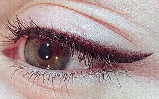 Межресничный татуаж глаз.