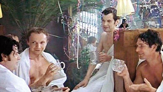 Баня под Новый год - это мужская традиция.