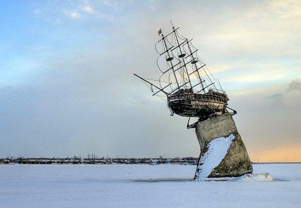Такой памятник стоит на Воронежском море