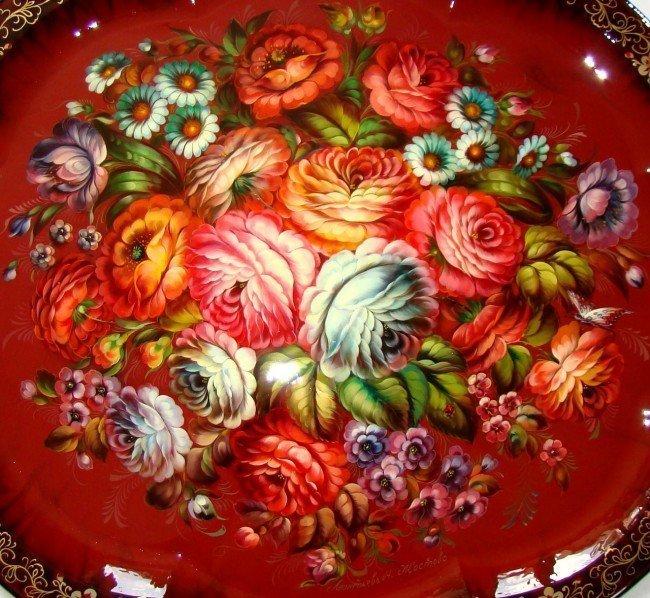 Фоном для Жостовской росписи может быть и красный цвет.