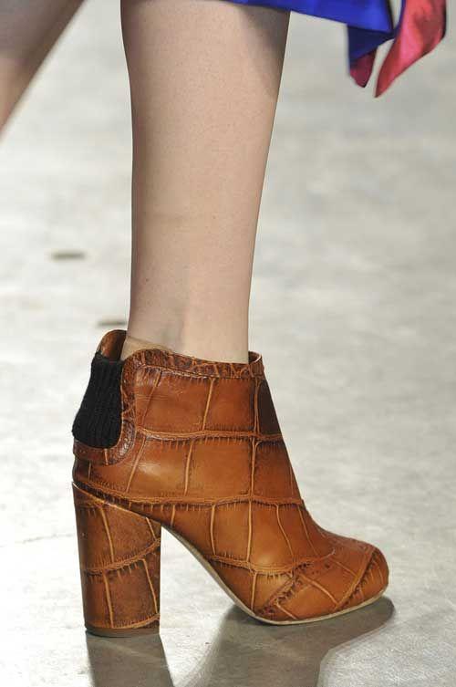 актуальная и тематическая обувь