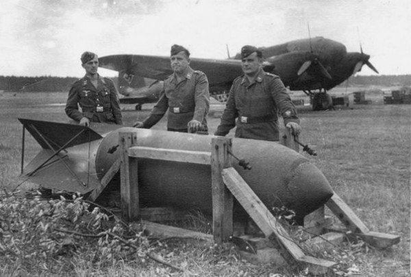 Какая бомба была сброшена британским летчиком на ложный немецкий аэродром