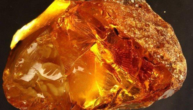 камень солнца - янтарь