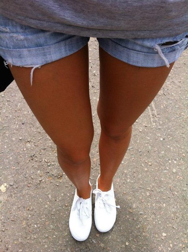 Ножки в шортах