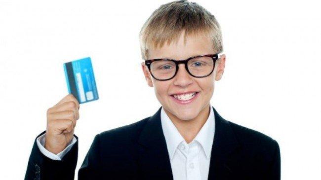 С какого возраста можно получить банковскую карту?
