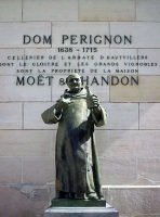 Памятник Периньону.