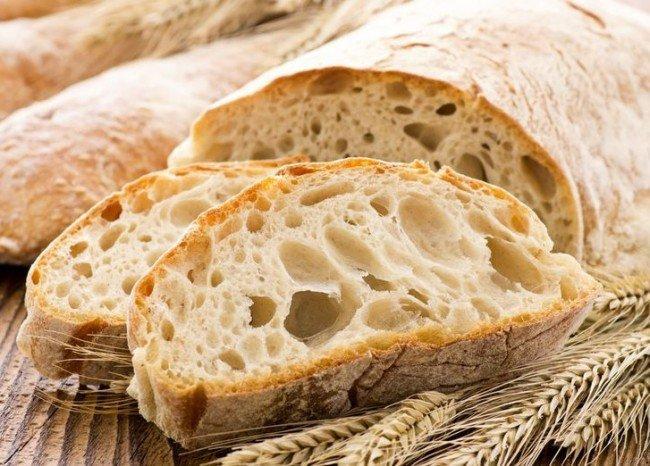 Красивый хлеб с хрустящей корочкой.