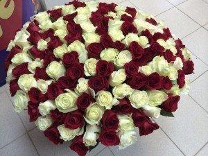 Что означает если мужчина на Тайване дарит букет из 100 роз на день всех влюбленных