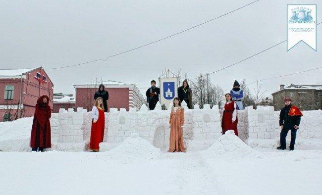 Какой длины самая большая снежная крепость?