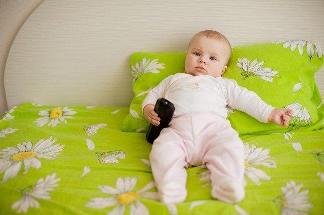 ребенок и подушка