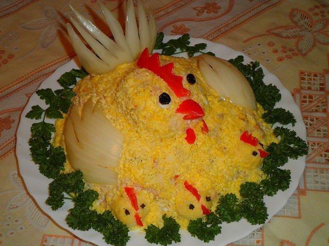 салат в виде курицы