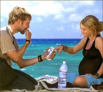 Двое влюблённых доедают масло