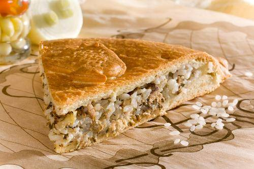 пирог с рыбной консервой