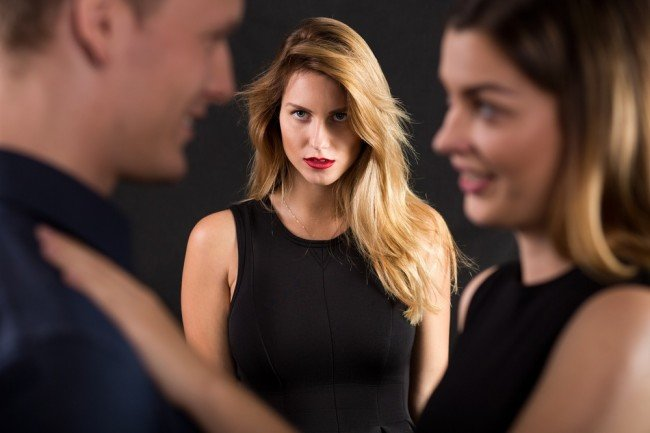 Почему молодым девушкам нравятся женатые мужчины?