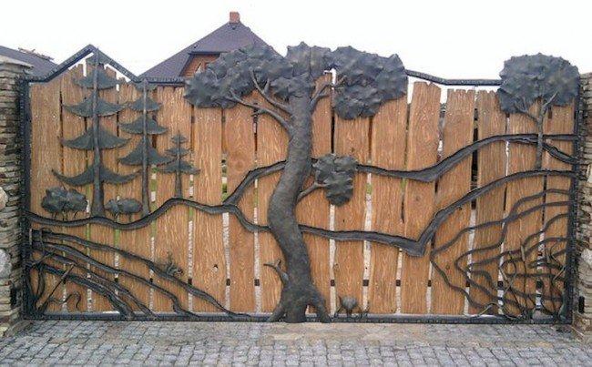 Забор - дерево и сталь