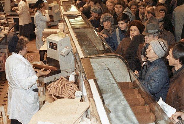 Дефицит в СССР: очереди в магазинах