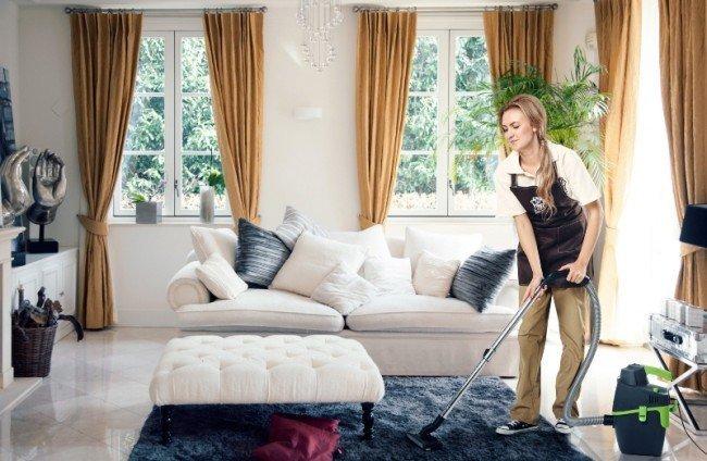 Генеральная уборка своего загородного дома.