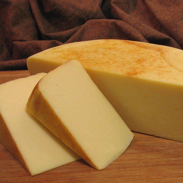 твердый сыр - очень калорийный продукт