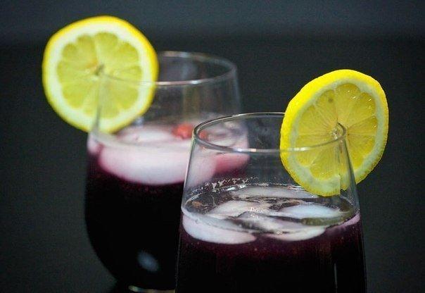 Красное вино и лимоны