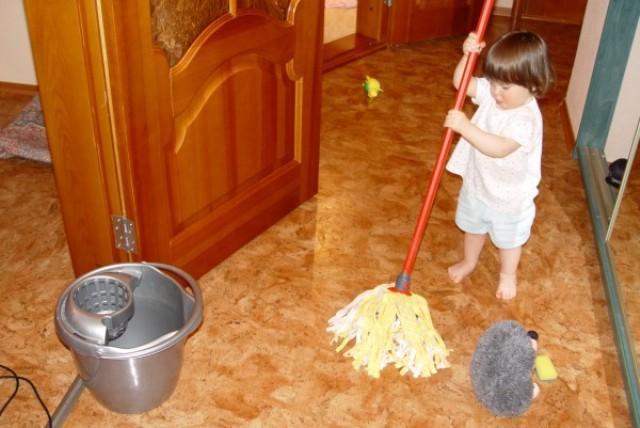 мытье полов малышами