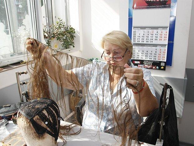 Постижер - специалист, который изготавливает под заказ парики
