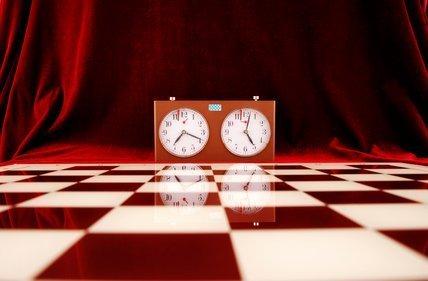 часы в шахматах