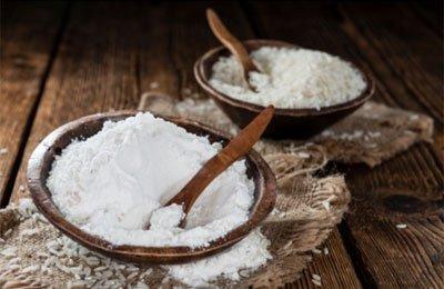 На основе рисовой муки в старые времена делали пудру.