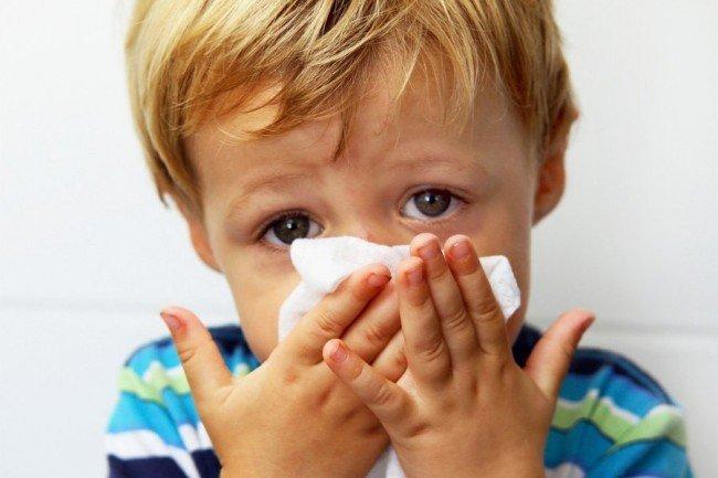 Инфицирование глаз возможно не только через платок. Болезнь может поразить и этот орган в числе прочих.
