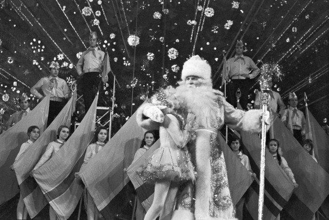 Главными героями театрального представления Кремлевской елки всегда были Дед Мороз и Снегурочка.