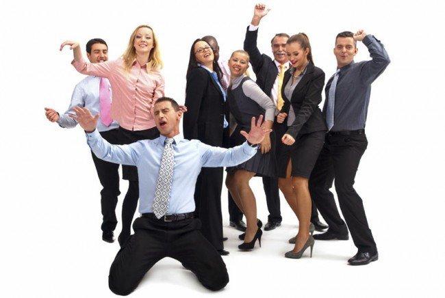 Чтобы не стеснятся коллег, их следует привлечь к участию в перерывах разминках.