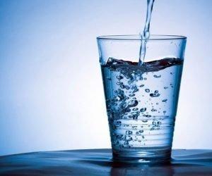 стакан воды в жару лучше газировки