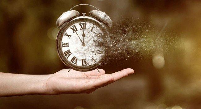 часы в руках