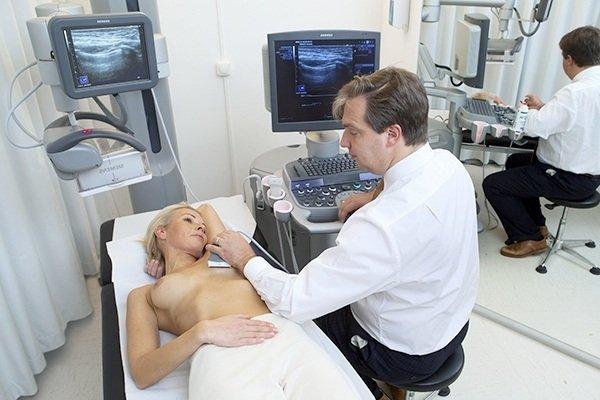 Обследование у врача маммолога.