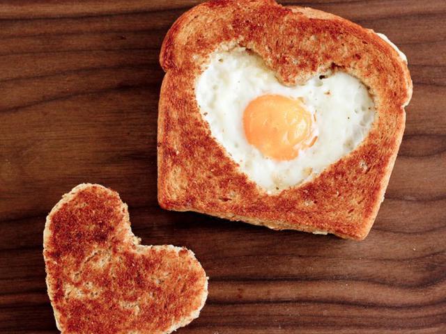 Еда простая и вкусная: хлеб с яйцом